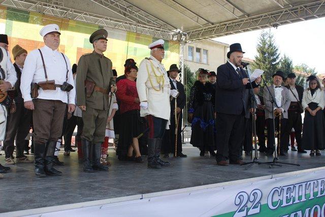 В Шумен отбелязаха Независимостта с жива картина и фолклорен концерт