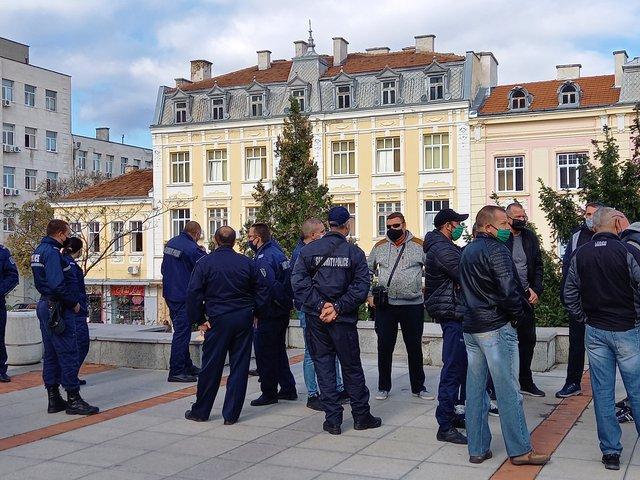 И шуменските полицаи излязоха на протест