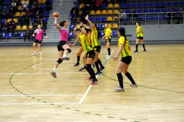 """Шуменският хандбален тим загуби малкия финал в турнира з акупата от """"Свиленград"""" и се нареди четвърти."""