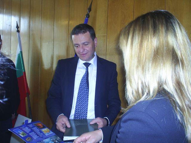 Преди да отпътуват за В.Преслав делегацията се срещна с Д. Александров