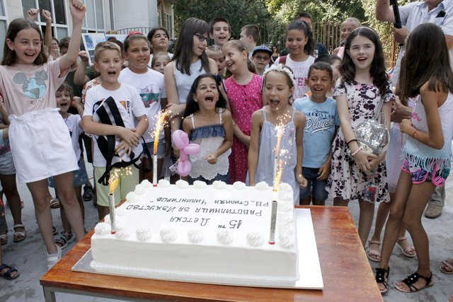 С детски празник с торта, фокуси и музика завърши XV работилница за изкуство в Шумен