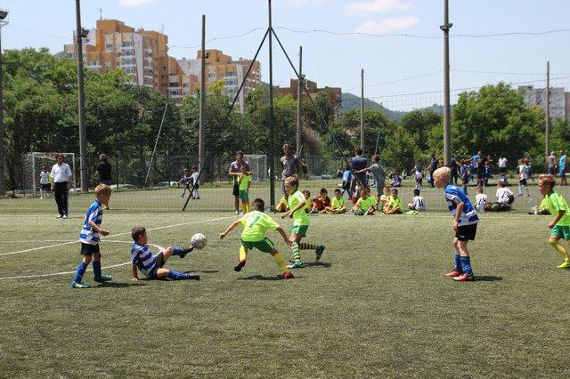 """""""Атлетик Арена"""" е предпочитано място от малки и големи за футболни срещи."""