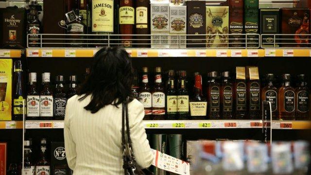 Българите консумират средно по 11.4 литра твърд алкохол на година - ШУМ.БГ