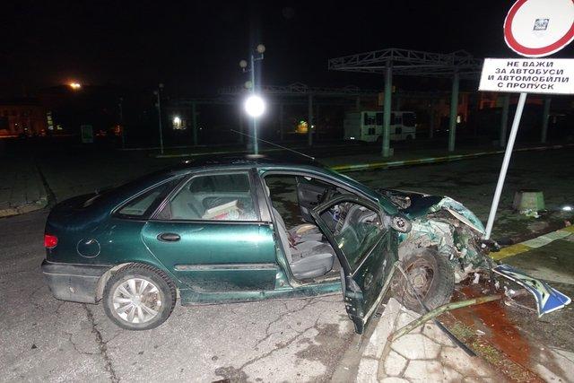 15-годишен задигна кола и катастрофира при гонка с патрулка