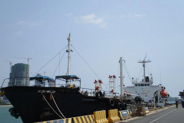 Конфискуваният танкер. Снимка Туитър