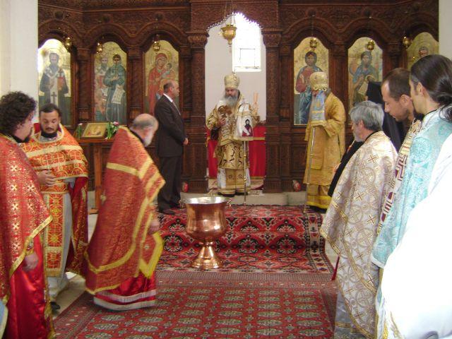 Ценен подарък получи храма – купел за Свето кръщение, дарен от кмета на общината инж. Димо Бодуров