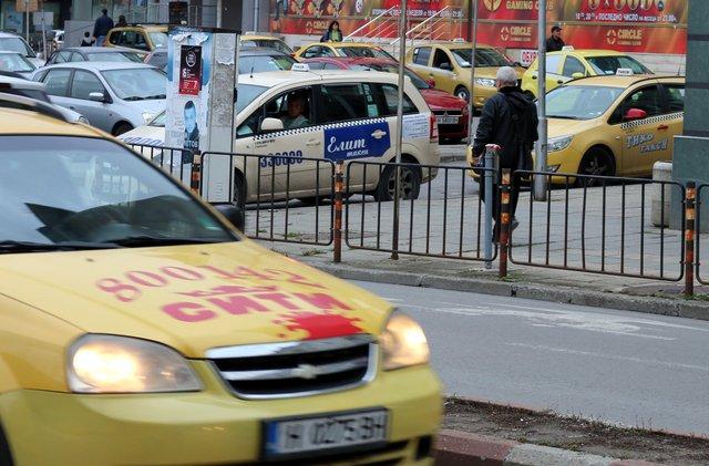 Вдигат минималните цени за километър на такситата в Шумен
