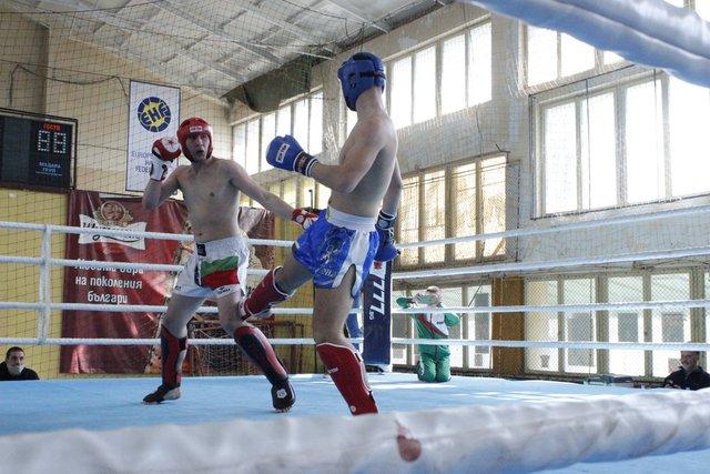 """28 медала и отборна титла за СК """"Шуменска крепост"""" от първенството по кик бокс"""