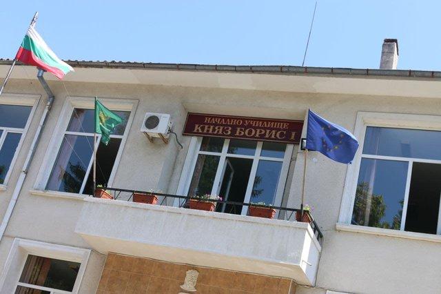 """Шуменското НУ """"Княз Борис I"""" е едно от училищата, които са с одобрена завка от МОН за почивка на учениците."""
