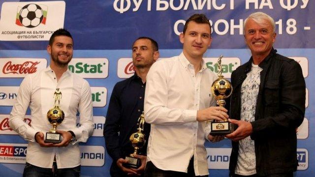 Президентът на асоциацията на футболистите Дончо Донев (вдясно) смята, че прибягването до детектора на лъжата не води до нищо положително