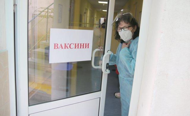 "Няма желаещи за ваксина пред МЦ ""Свети Иван Рилски"""