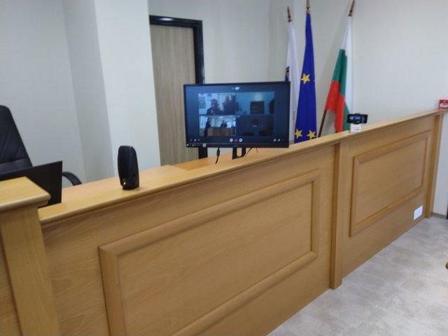 В затворите в градовете София, Пловдив, Стара Загора, Бургас, Варна и Ловеч са изградени системи за провеждане на видеоконферентни връзки, които се използват за дистанционно участие в съдебни заседания.