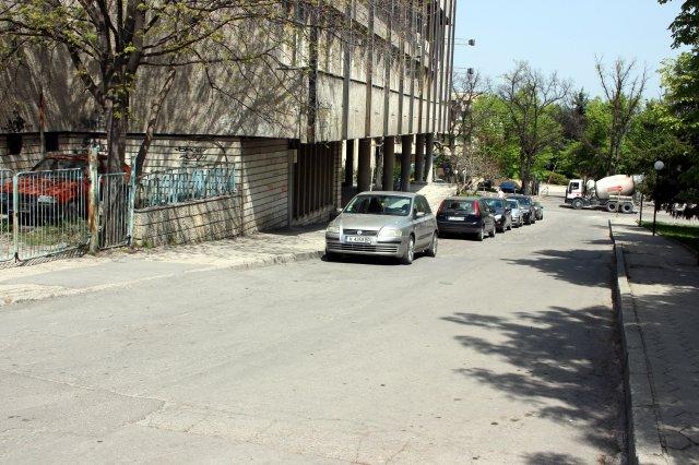 Паркирането край Младежкия дом ще стане платено
