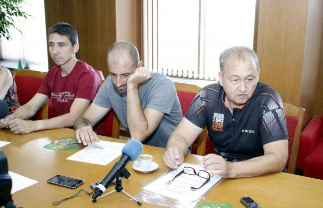 Част от организаторите на състезанието по ориентиране.