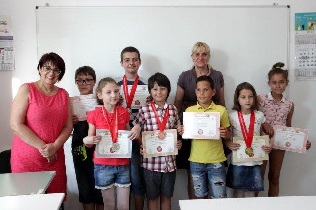 Част от участниците в олимпидата получиха днес своите медали и сертификати.