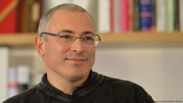 Михаил Ходорковски лежа близо 10 години в затвора заради обвинения, че е укривал данъци в особено големи размери