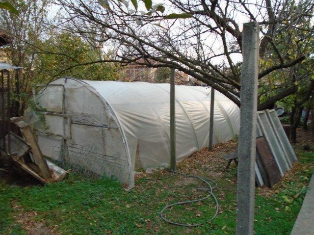 Оранжерията била в наследствен имот, в който не живее никой. Семейството на Н.Н. я ползвало за отглеждане на зеленчуци, Снимка: ОД на МВР