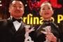 Юн Мей и Ван Цзинчун с наградите си. © Reuters