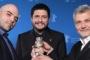 Маурицио Брауци, Клаудио Джованези и Роберто Савиано с наградата си за сценарий. © Reuters